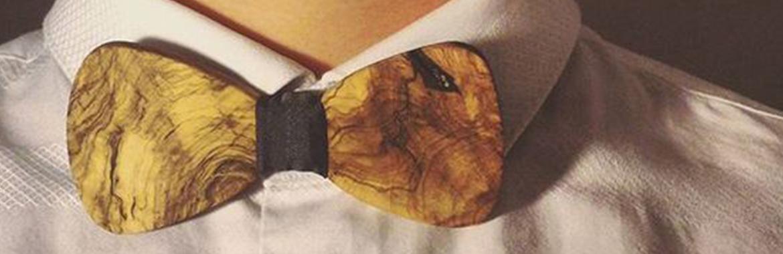camicia bianca con papillon legno